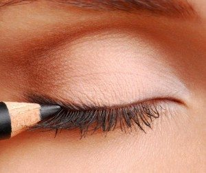 How to apply eyeliner step by step guide
