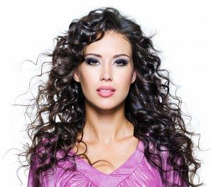 Best Haircuts for Women in Their 30s with curly hair